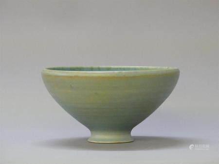 Jacques SERRE ( 1936) Les deux PotiersCoupe en céramique. H: 11cm, D: 20 cm.