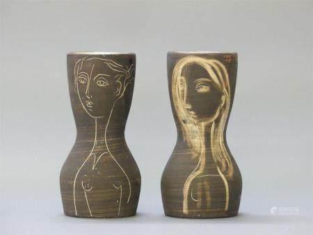 Atelier du Grand Chêne - Ljuba NAUMOVITCHDeux vases à décor de visages de femme en céramique. H