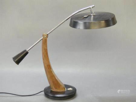 FASE Edition, Lampe de bureau en métal et bois., modèle Présidente.Base ronde en métal, avec pi