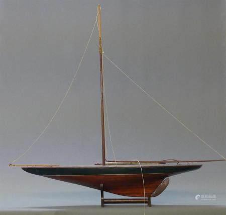 Maquette de voilier sur support.100 x 113 x 17 cm