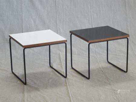 Pierre GUARICHE ( 1926 -1995 ) pour STEINERPaire de tables bout de canapé à plateau carré de co