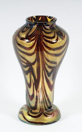 VASE, farbloses Glas, mit farbigen Pulveraufschmelzungen, geätzt, lüstrierende Oberfläche, H 25,