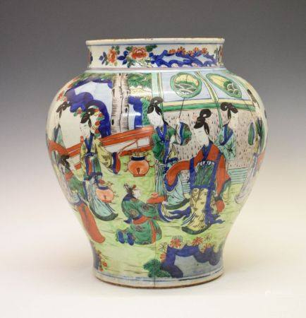 Large 17th Century Chinese Wucai porcelain baluster jar, Shunzhi or Transitional Period, decorated