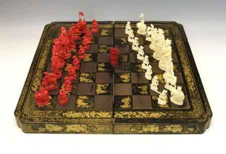 19th Century Chinese Canton carved ivory Chess set, red-stained and natural, the Kings 11.5cm