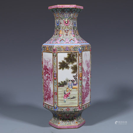 A CHINESE FAMILLE ROSE PORCELAIN HEXAGON VASE