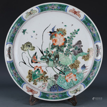 A CHINESE MULTI COLORED FLORAL PORCELAIN PLATE
