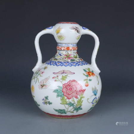 A CHINESE ENAMEL BUTTERFLY&FLOWER PAINTED PORCELAIN VASE
