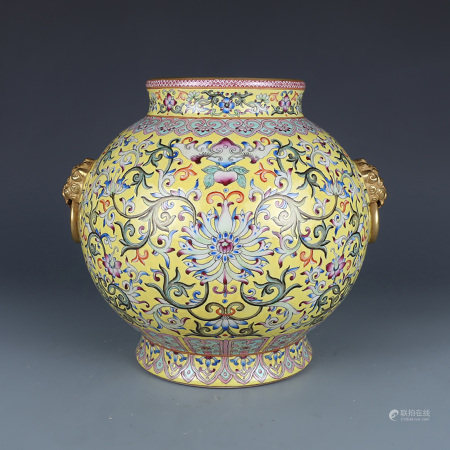 A CHINESE FAMILLE ROSE TWINE PATTERN PORCELAIN JAR
