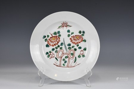 A WUCAI FLOWER DISH QING EXPORT PERIOD