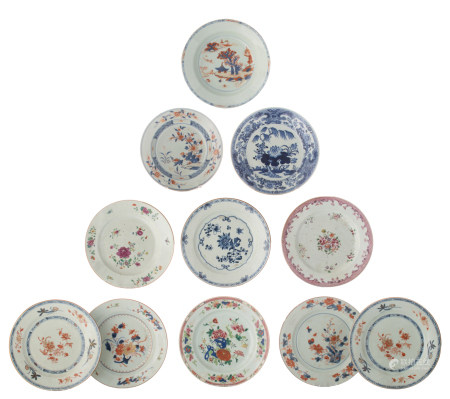 Eleven Chinese export porcelain dishes
