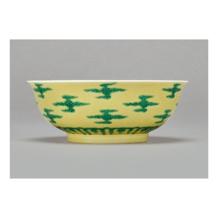 A RARE YELLOW-GROUND GREEN-ENAMELED 'CLOUD SCROLL' BOWL , KANGXI MARK AND PERIOD
