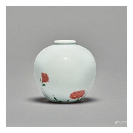 A RARE AND EXCEPTIONAL UNDERGLAZE-RED AND FAMILLE-VERTE 'ROSE' VASE,  KANGXI MARK AND PERIOD