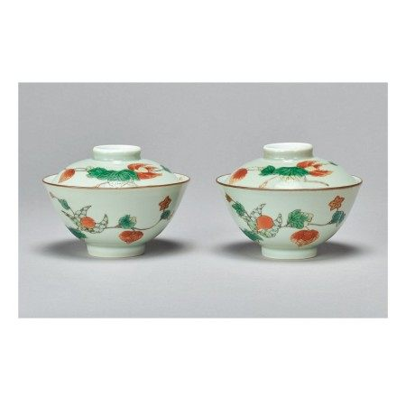 A PAIR OF CELADON-GROUND FAMILLE-VERTE 'FRUIT' BOWLS AND COVERS,  KANGXI MARKS AND PERIOD