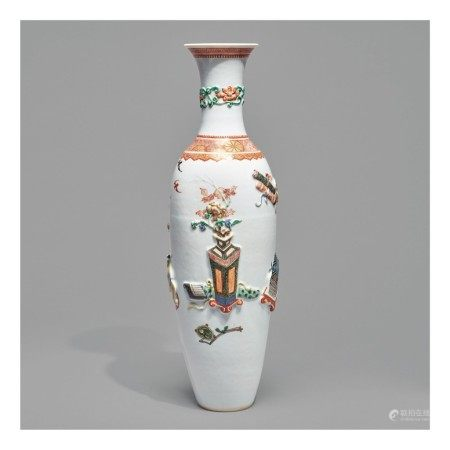 A RARE RELIEF-DECORATED FAMILLE-VERTE 'HUNDRED ANTIQUES' VASE,   QING DYNASTY, KANGXI PERIOD
