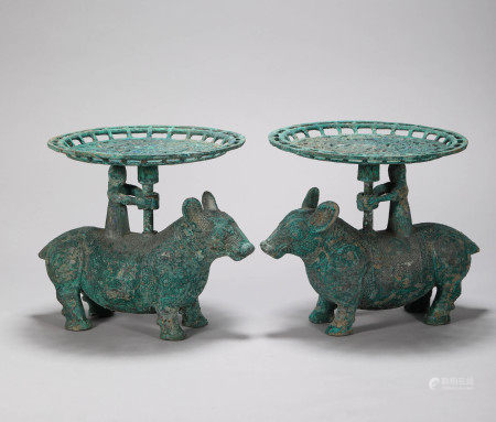 A Set of Bronze Lamp Holder from Shang Zhou 商周青銅燈盞一對