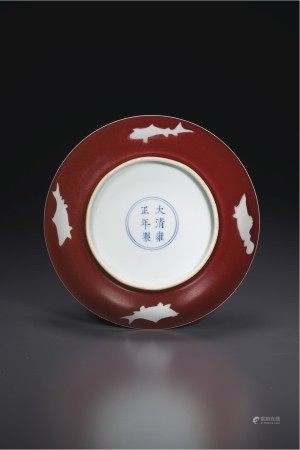 清雍正 釉裏紅白地魚紋盤 雙圈六字楷書款