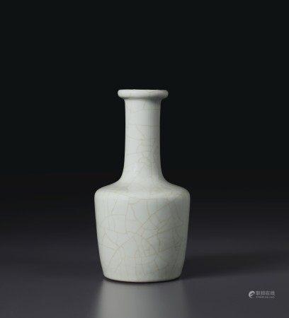清雍正 仿官釉紙槌瓶 六字篆書款