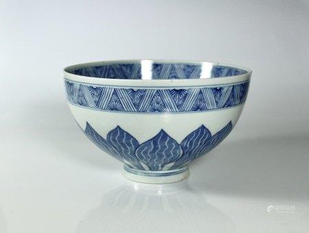 A Blue and White 'Chrysanthemum' Bowl, Kangxi Period, Qing Dynasty