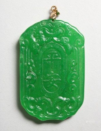 A CHINESE CARVED APPLE GREEN JADE PENDANT. 2.25ins high.