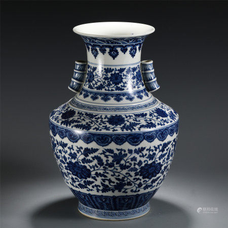 CHINESE BLUE AND WHITE PORCELAIN FLOWERS DOUBLE HANDLE VASE