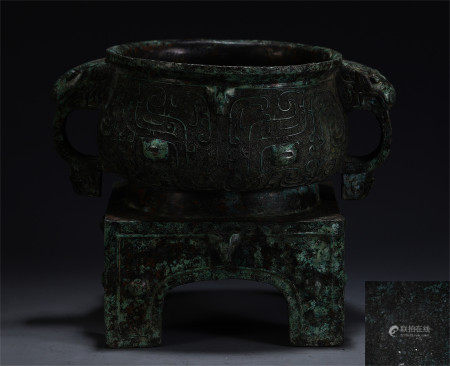 A MAGNIFICENT AND IMPORTANT BRONZE RITUAL FOOD VESSEL