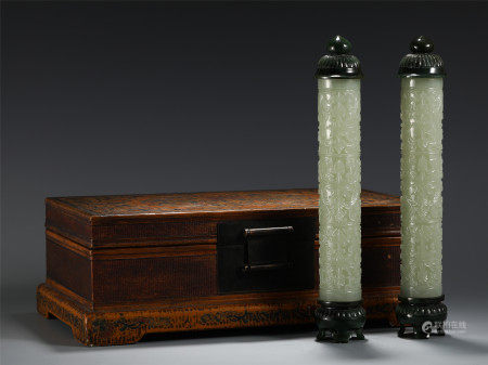 A PAIR OF CHINESE JADE CARVED TABLE ITEM