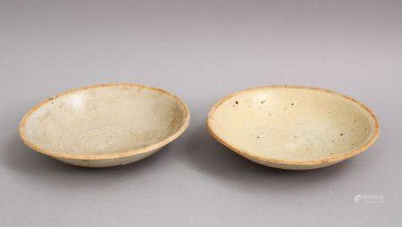A GOOD PAIR OF EARLY CHINESE POTTERY BOWLS, 13 cm diameter