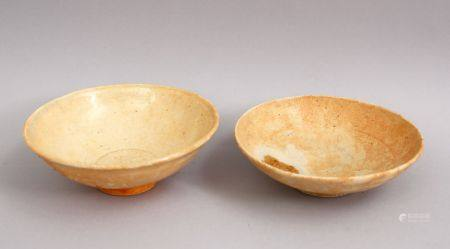 A GOOD PAIR OF EARLY CHINESE POTTERY BOWLS, 13cm