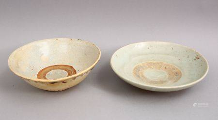 A GOOD PAIR OF EARLY CHINESE POTTERY BOWLS, 14 & 15cm