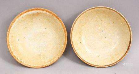 A GOOD PAIR OF EARLY CHINESE POTTERY BOWLS, 14cmdiameter