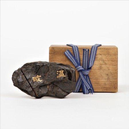 雕漆古石型蒔絵香盒