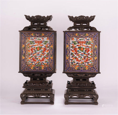 A PAIR OF CHINESE ZITAN GOLD PAINTED PALACE LIGHT