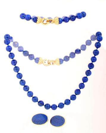 Lapis Lazuli beaded necklace with 18k yellow gold clasps set