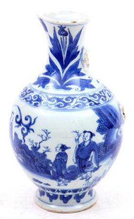 Antique blue / white Chinese porcelain jug (handle is missin