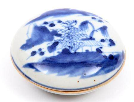 Blue / white Chinese porcelain box with lid with decoration