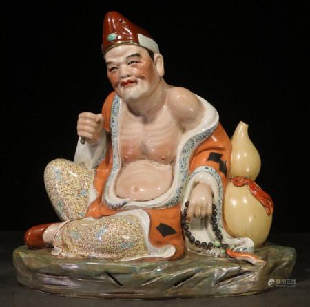 ZENGLONGSHENG MARK, CHINESE FAMILLE ROSE BUDDHA