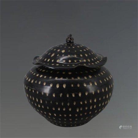 元代 吉州窑黑釉满天星荷叶盖罐