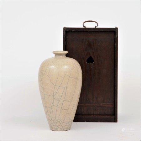 南宋 哥窯梅瓶
