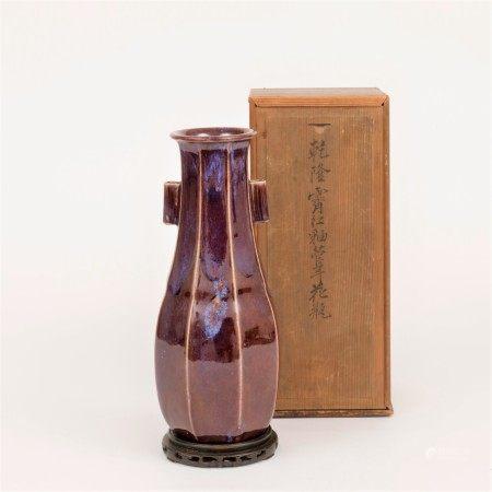 清乾隆 霽紅釉貫耳花瓶