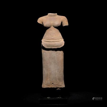 十四世紀 老撾石雕女神像