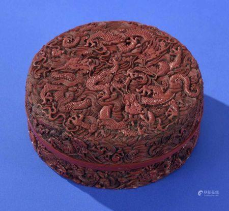 Chinesische Rotlack-DeckeldoseDrachendekor. Deckel- und Boden mit Vier- bzw. Sechszeichenmarke. H