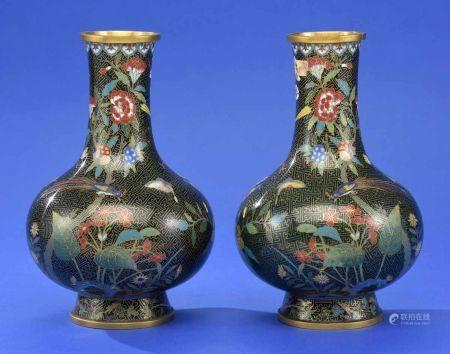 Ein Paar Cloisonné-Vasen China um 1900