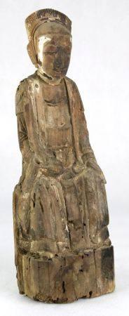 Daoistischer ReichtumsgottChina, späte Ming-Dynastie. Holz geschnitzt mit Resten der alten Bemalung.