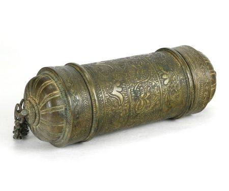 Zeremoniale TempeldoseNepal um 1900. Bronze. Zylinderförmige Dose, an beiden Seiten zu öffnen.