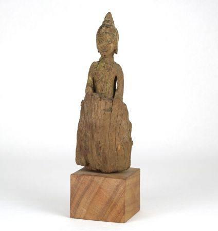 BuddhaBurmesischer Buddha. Holzgeschnitzt mit Resten alter Bemalung. Auf Sockel montiert. Höhe ca.16