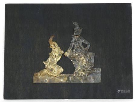 SilberreliefThailand. Silber, teils vergoldet auf Holztafel. Größe der Figuren ca. 16 x 17cm,