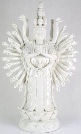 Buddha FigurChina, Dehua Porzellan 20. Jahrhundert. Avalokitesvara, Bodhisatva der Mitmenschlichkeit