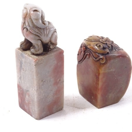 2 Chinese carved and polished soapstone seals, Dog of Fo and dragon topped, largest height 9cm (2)