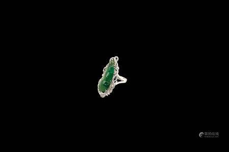 K白金鑲鑽嵌翡翠豆莢指環