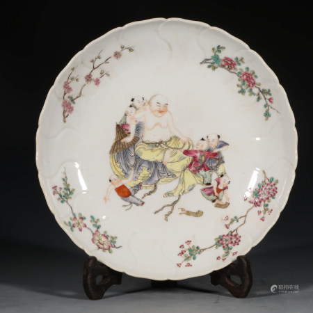 A Chinese Famille Rose Floral Porcelain Plate